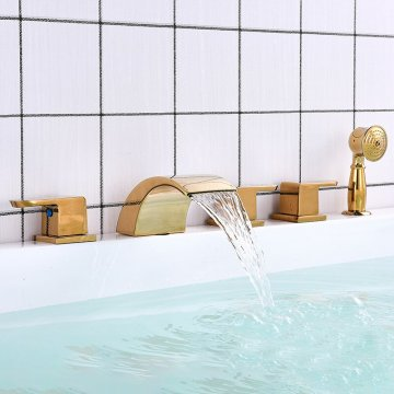Gouden badkraan set brede uitloop waterval