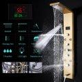 Gouden douchepaneel mengkraan met handdouche en temperatuurscherm