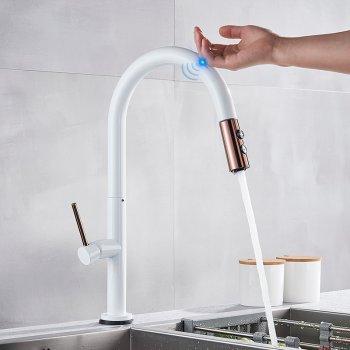 Witte keuken meng Kraan met Sensitive Smart Touch