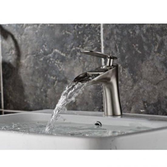 Waterval uitloop geborsteld nikkel wastafel kraan