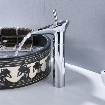 Moderne chroom waterval wastafel kraan