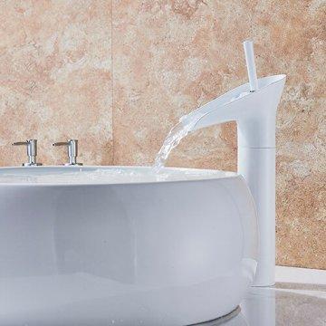 Moderne witte waterval wastafel kraan enkele handgreep